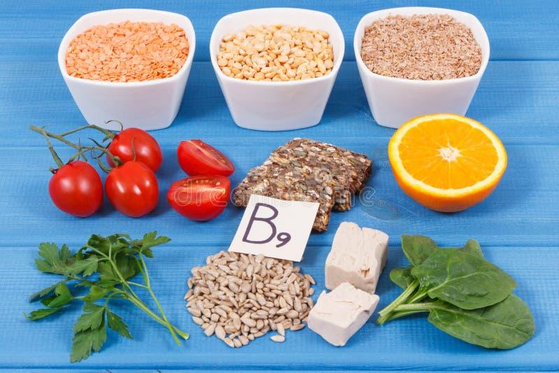 包含维生素B9和饮食纤维,健康营养概念的滋补产品 图库摄影