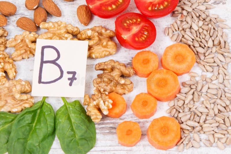 包含维生素B7和饮食纤维,健康营养的滋补产品 免版税库存照片