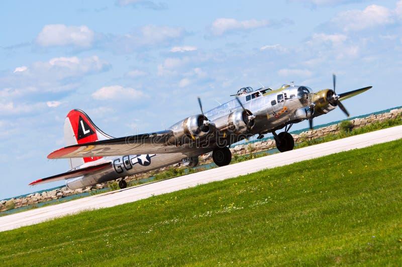 B-17 bereitet sich für Start vor lizenzfreie stockfotografie