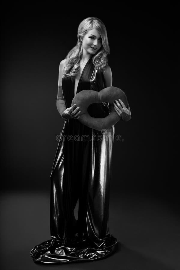 Download B Blond Splendoru Portreta W Kobieta Zdjęcie Stock - Obraz złożonej z model, moda: 53787092