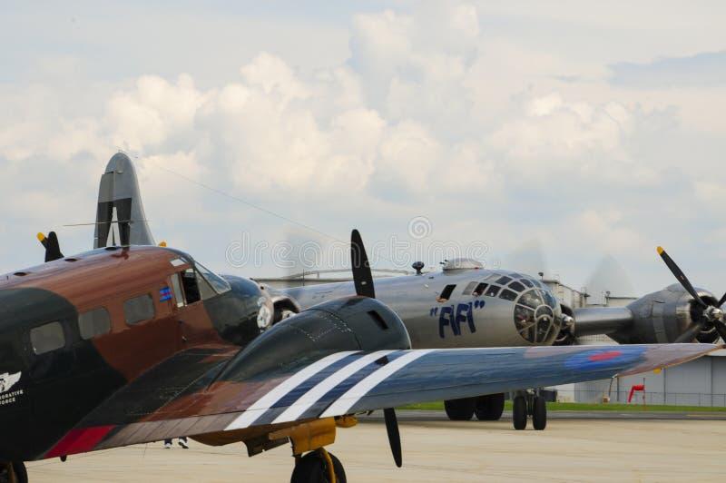 B-29 bommenwerper FIFI bij Luchthaven stock foto
