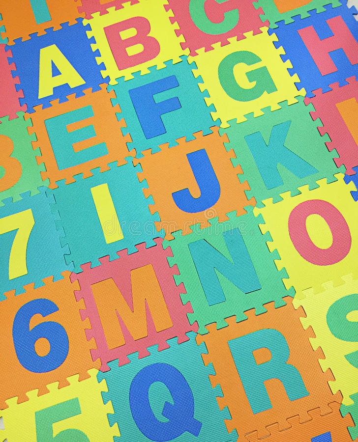 A, B, C, E, F, G e J text o assoalho de telhas da serra de vaivém no backgroun branco fotografia de stock royalty free