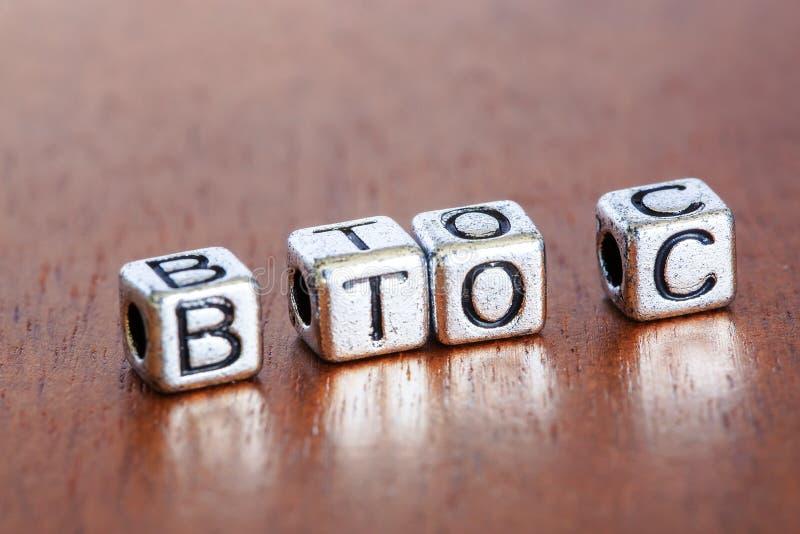 B2C (zaken-aan-Consument), bedrijfsfinanciënconcept met metaal stock afbeeldingen