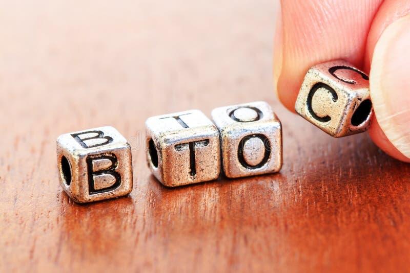 B2C (zaken-aan-Consument), bedrijfsfinanciënconcept met metaal royalty-vrije stock afbeeldingen