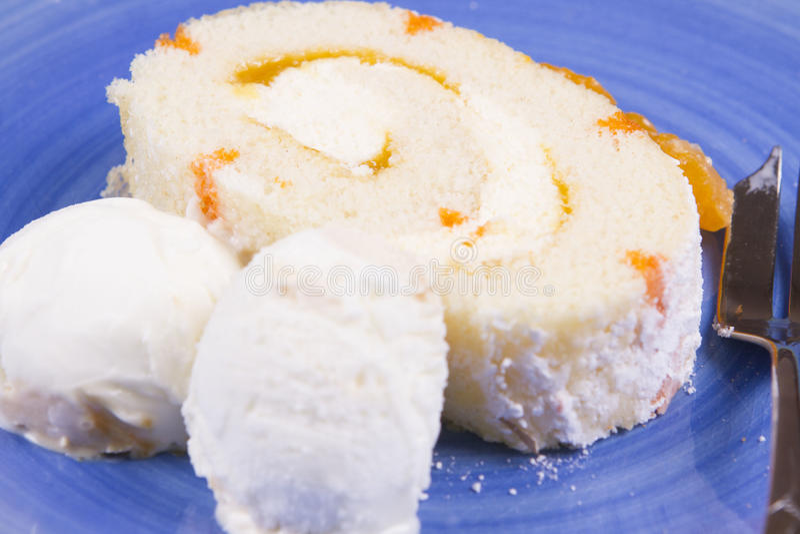 Download Bûche orange photo stock. Image du doux, délicieux, gâteau - 56491042