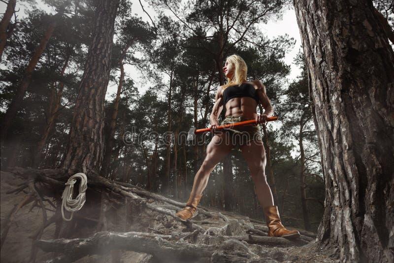 Bûcheron de femme de forme physique images stock
