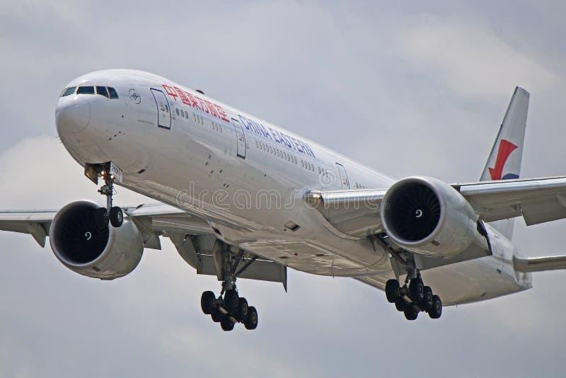 B-2001: China Eastern Airlines Boeing 777-300ER B77W zdjęcia royalty free