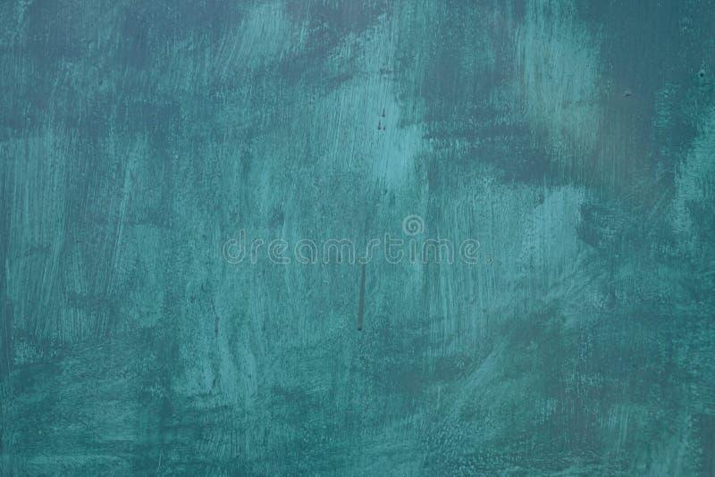 B??kitna farba na kamiennej powierzchni jako t?o, zdjęcie royalty free