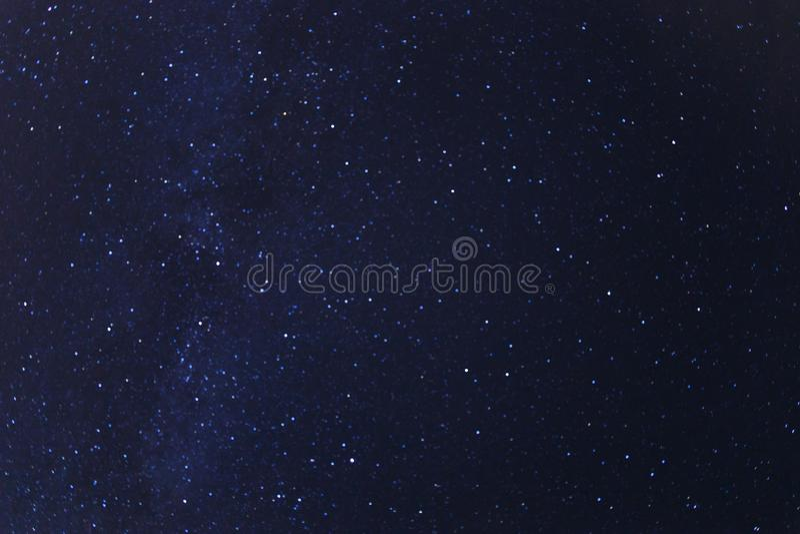 B??kitny ciemny nocne niebo z du?o gra g??wna rol? ilustracja wektor