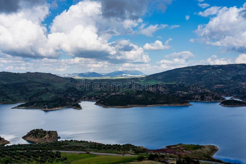 B??kitny jezioro w Zahara De Los angeles Sierry, Cadiz prowincja, Andalusia, Hiszpania obraz stock