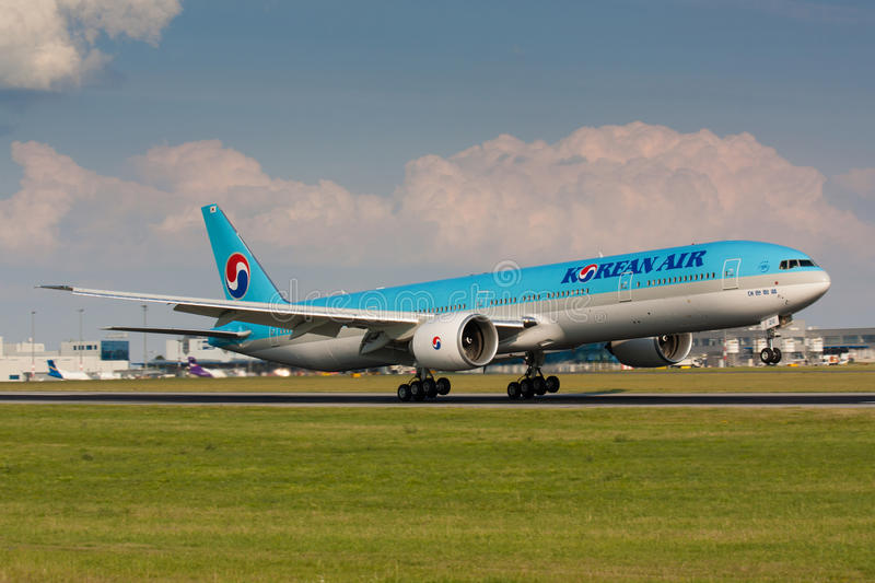 B777 Korean Air. PRAGUE - JULY 10:B777-300 Korean Air lands PRG in Prague, CZE on July 10, 2010. Blue top livery was introduced on in 1984. Airlines are flag royalty free stock photography