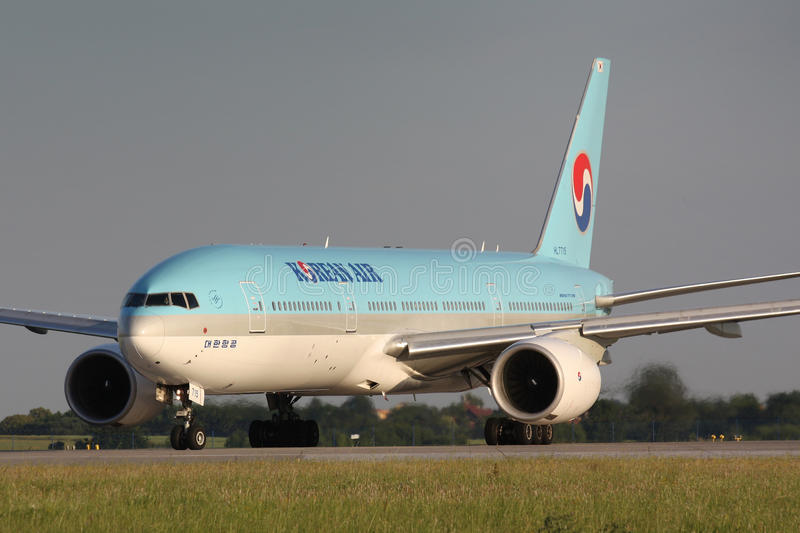 B777 Korean Air. PRAGUE - JULY 7:B777 Korean Air taxi for takeoff for PRG in Prague, CZE on July 7, 2010 Blue top livery was introduced on in 1984. Airlines are stock photography