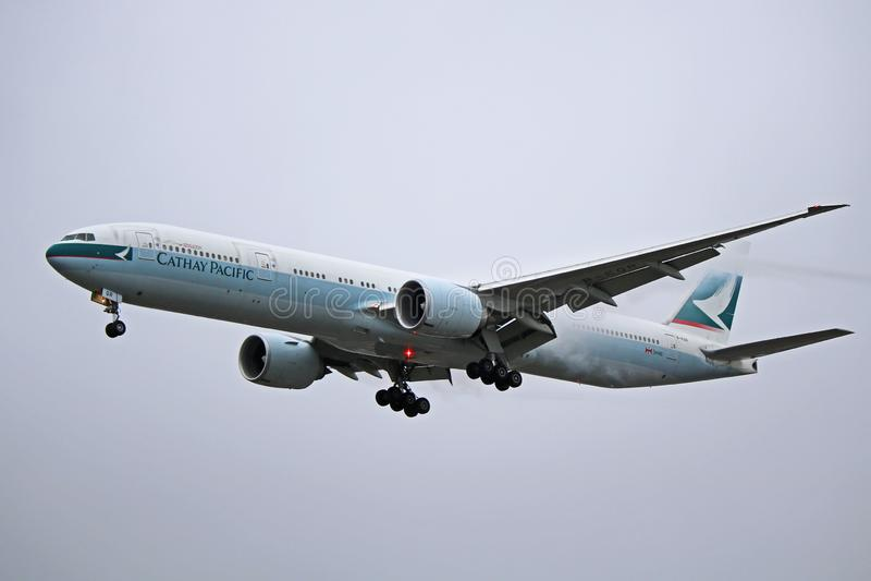 B-KQR: Cathay Pacific Boeing 777-300ER lizenzfreie stockfotos