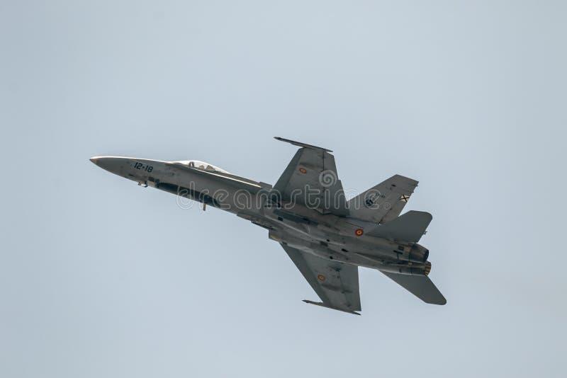 B?lgeting f?r flygplan F-18 arkivbild
