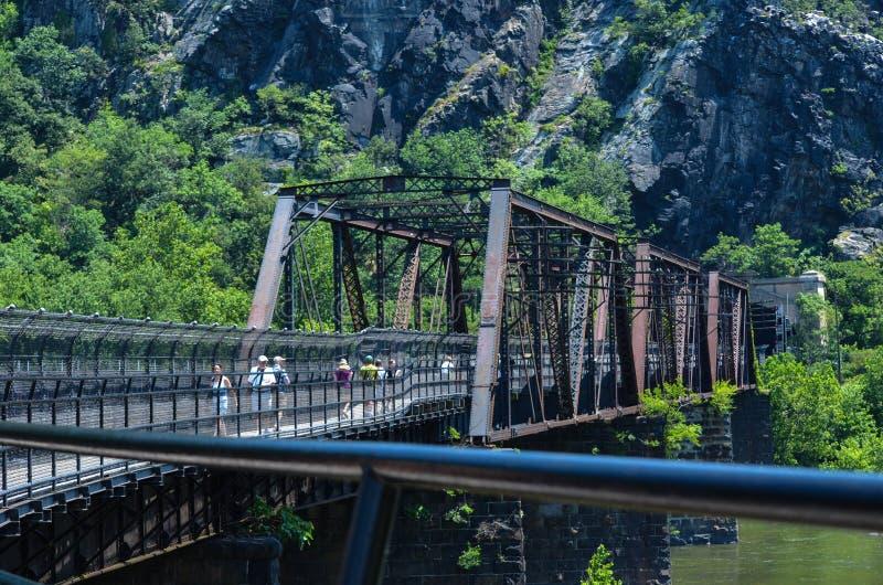 B&O铁路桥梁在哈珀斯费里西维吉尼亚允许乘客和火车交通 免版税图库摄影