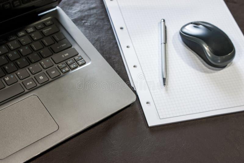 b?rbara datorn, musen och anteckningsboken arkivfoto
