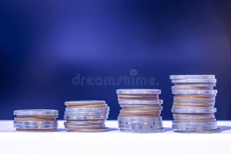 B?rse oder Devisenhandelsdiagramm und -kerzenst?nder entwerfen passendes f?r Finanzinvestitionskonzept Der Unternehmensplan am Tr stockbild
