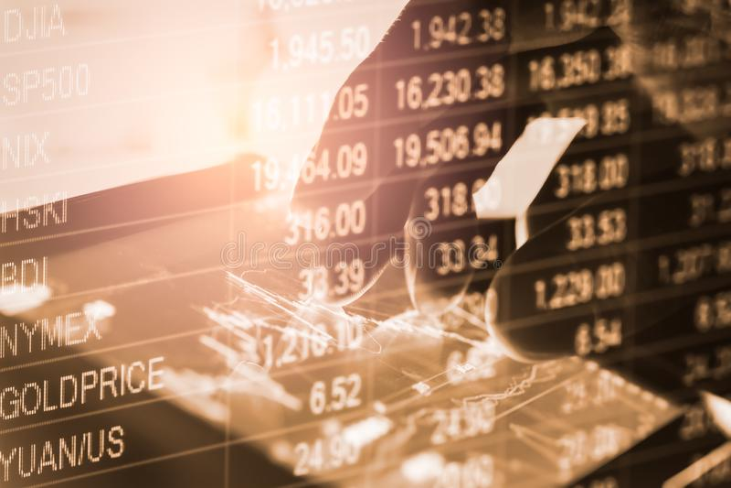 B?rse oder Devisenhandelsdiagramm und -kerzenst?nder entwerfen passendes f?r Finanzinvestitionskonzept Wirtschaft neigt Hintergru lizenzfreie stockfotografie