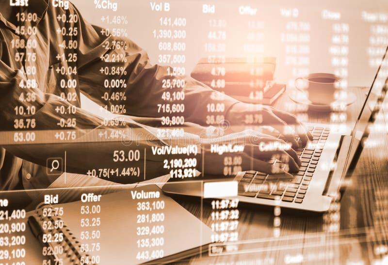 B?rse oder Devisenhandelsdiagramm und -kerzenst?nder entwerfen passendes f?r Finanzinvestitionskonzept Wirtschaft neigt Hintergru stockbilder