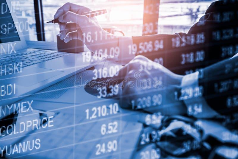 B?rse oder Devisenhandelsdiagramm und -kerzenst?nder entwerfen passendes f?r Finanzinvestitionskonzept Wirtschaft neigt Hintergru stockfoto