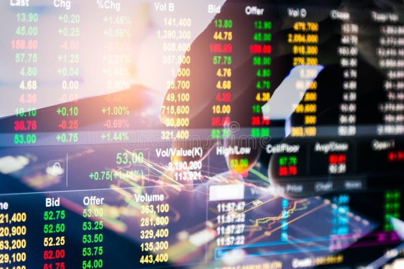 B?rse oder Devisenhandelsdiagramm und -kerzenst?nder entwerfen passendes f?r Finanzinvestitionskonzept Wirtschaft neigt Hintergru lizenzfreies stockbild
