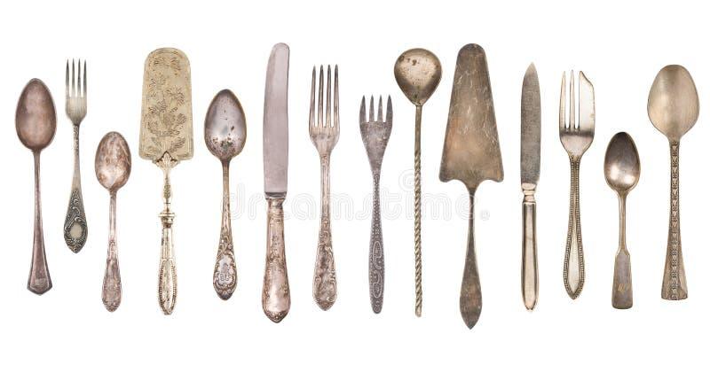 B?sta sikt av den h?rliga den tappningsilverkniven, skeden och gaffeln som isoleras p? vit bakgrund silverware arkivbild