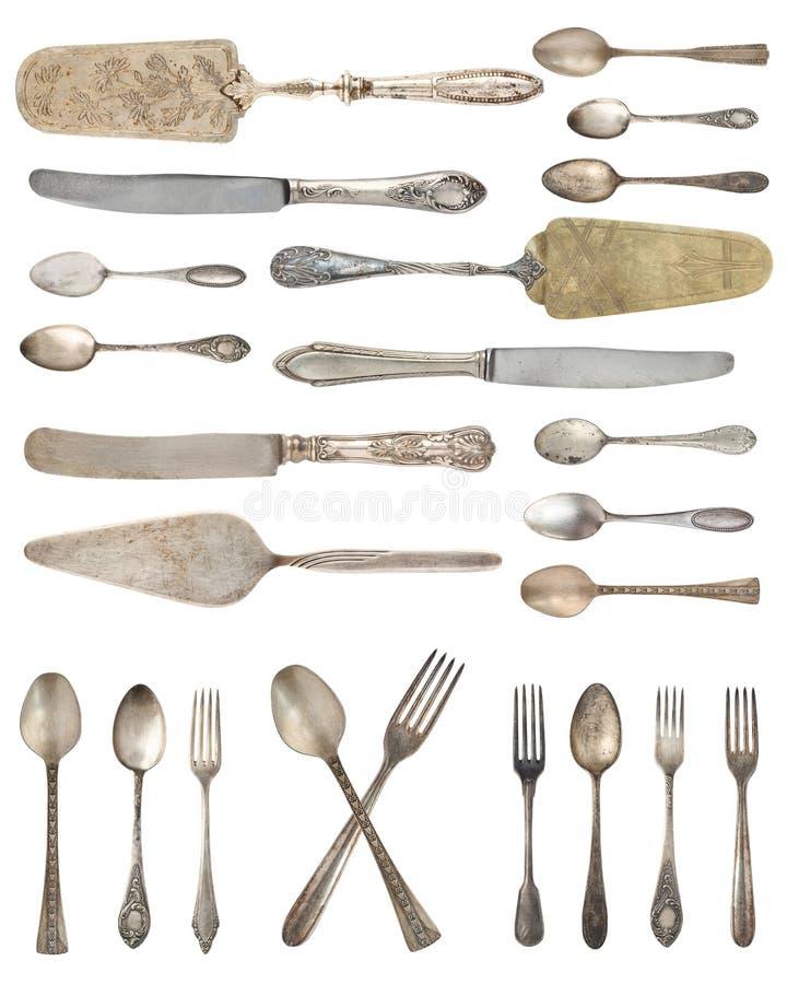 B?sta sikt av h?rliga tappningsilverknivar, skedar och gafflar som isoleras p? vit bakgrund silverware arkivbild
