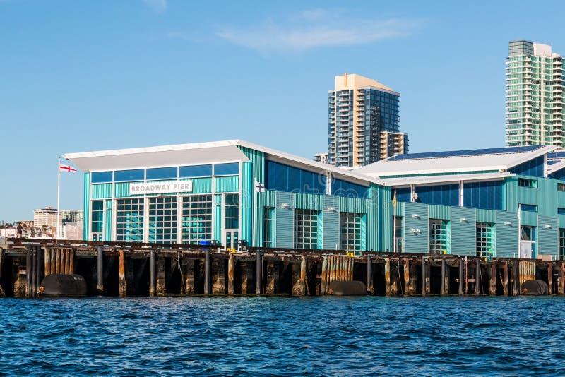B-Straßen-Pier und Kreuzschiff-Anschluss in San Diego stockbilder