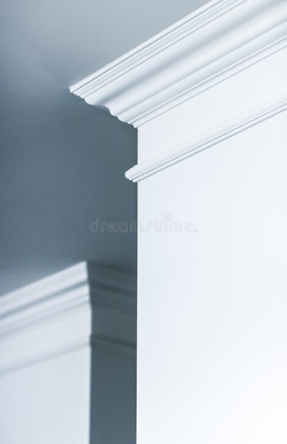 B?ti sur le d?tail de plafond, la conception int?rieure et le fond abstrait architectural photographie stock