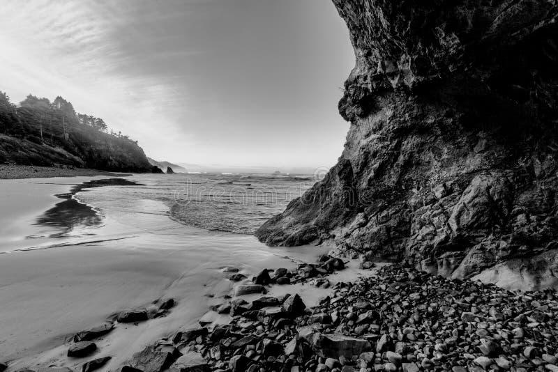 B&W de plage en Orégon photos stock