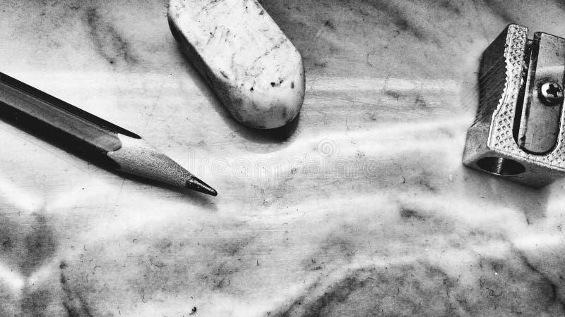 B&w för rakkniv för blyertspennagummi royaltyfria bilder