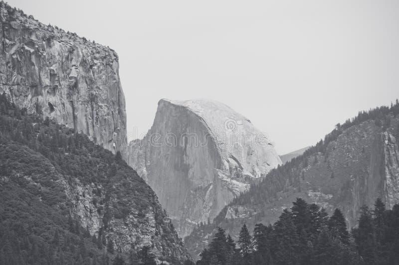 B&W Halna Przyrodnia kopuła w Yosemite parku narodowym, Kalifornia, usa zdjęcie royalty free