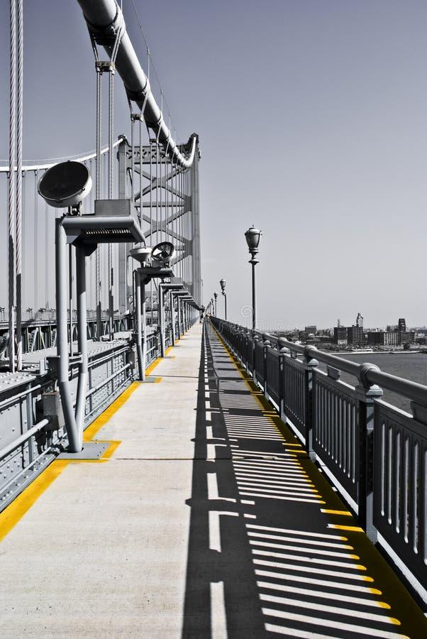B/W Walkaway für Farben-Leute lizenzfreie stockfotos
