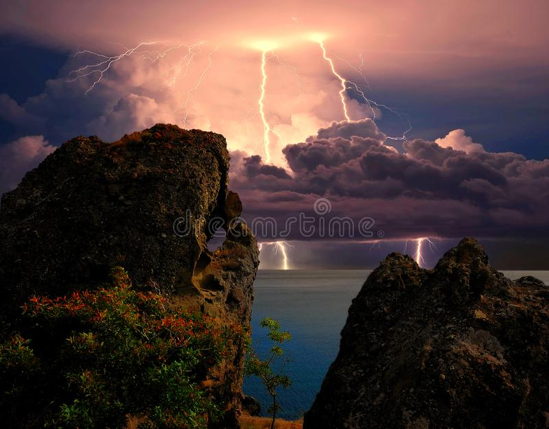 B?yskawica nad Karadag Wschodni Crimea blisko Feodosia, fotografia stock