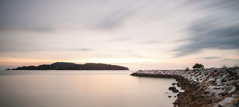 Baía após pores do sol fotografia de stock