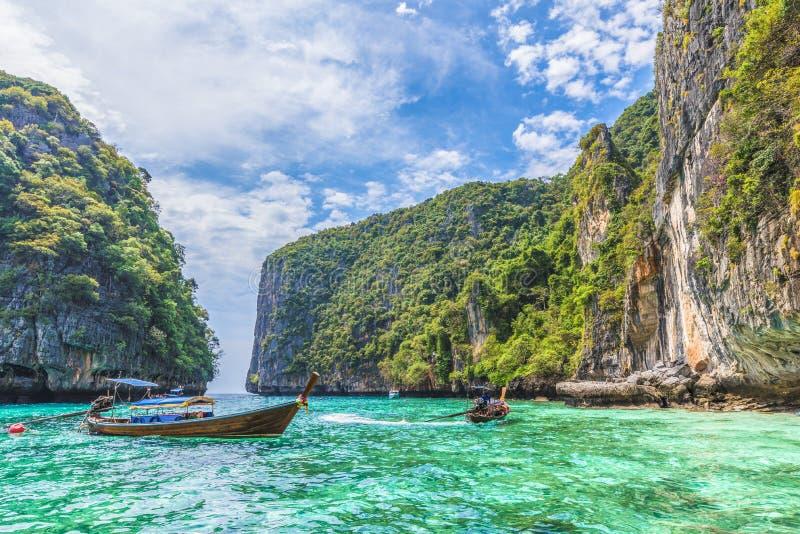 Baía da lagoa de Pileh em Phi Phi Island, Tailândia imagens de stock royalty free