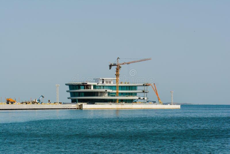 Baía de Baku, construção do objeto novo imagem de stock royalty free