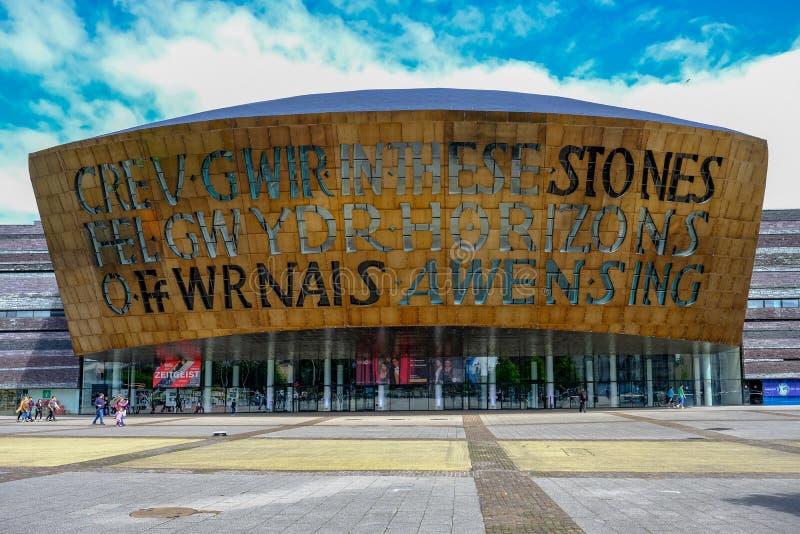 Baía de Cardiff, Gales - maio 20,2017: Centro do milênio para artes, fá imagens de stock
