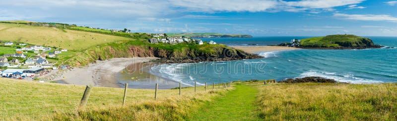 Baía de Challaborough e ilha Devon England do Burgh imagem de stock