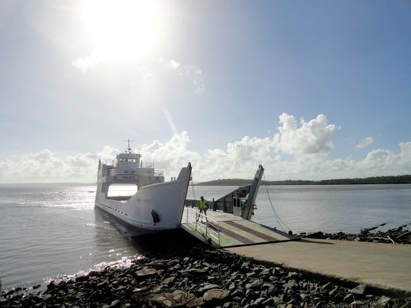 Baía de Hervey da balsa a Fraser Island foto de stock royalty free