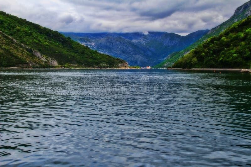 A baía de Kotor da balsa imagem de stock royalty free
