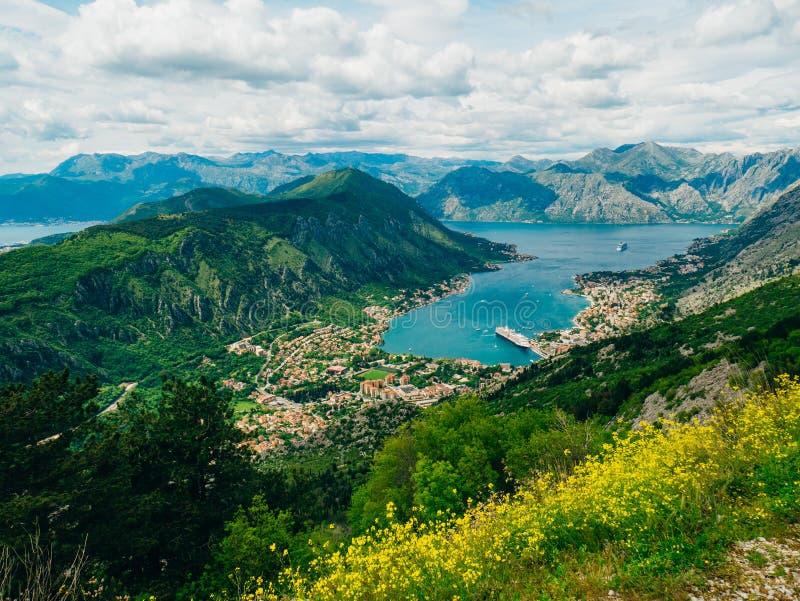 Baía de Kotor das alturas Vista da montagem Lovcen à baía imagens de stock royalty free