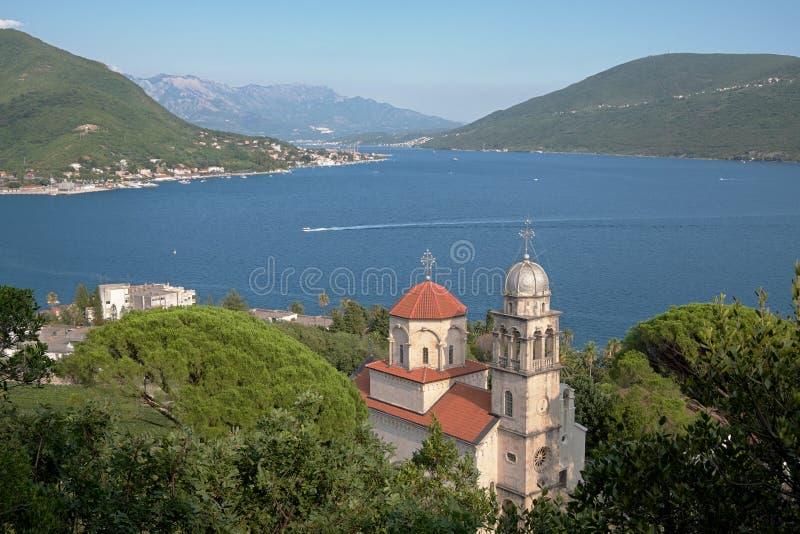 Baía de Kotor e Savina Monastery In Herceg Novi, Montenegro fotografia de stock