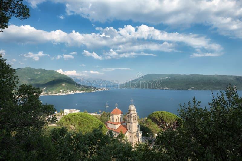 Baía de Kotor e Savina Monastery High View In Herceg Novi, Montene fotografia de stock