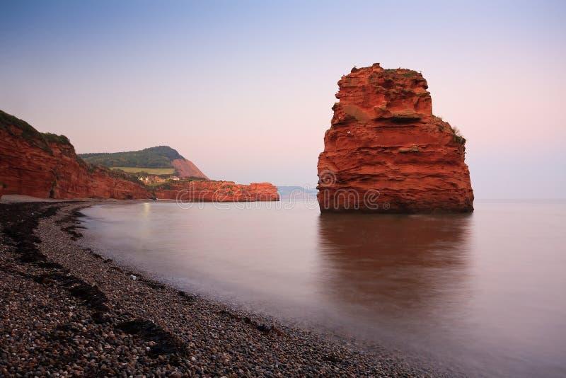 Baía de Ladram em Devon, Reino Unido foto de stock