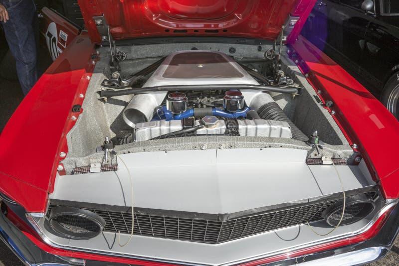 Baía de motor do carro de corridas do mustang foto de stock