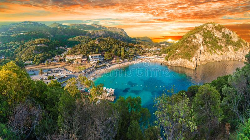 Baía de Paleokastritsa na ilha de Corfu, arquipélago Ionian, Grécia imagem de stock royalty free