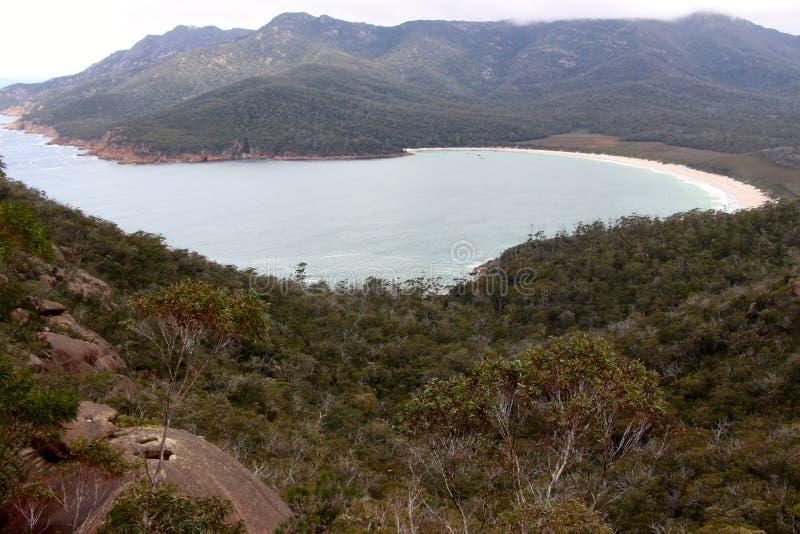 Baía de Tasmânia Coles da baía do vidro de vinho fotografia de stock royalty free