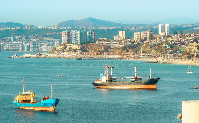 Baía de Valparaiso e de vista em Vina del Mar no Chile fotos de stock royalty free