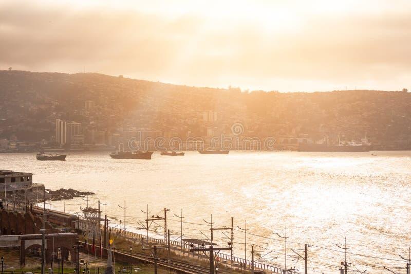 Baía de Valparaiso no por do sol fotos de stock